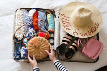 """9 vật dụng đi du lịch tưởng không cần mà """"cần không tưởng"""""""