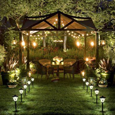 Kinh nghiệm chọn và thiết kế đèn chiếu sáng sân vườn cho không gian ngôi nhà thêm thu hút và sáng tạo