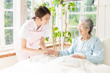 Kinh nghiệm khi tìm người chăm sóc người cao tuổi mà bạn nên biết